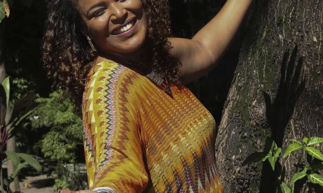 Corista da banda de Dona Ivone Lara grava canção inédita da sambista