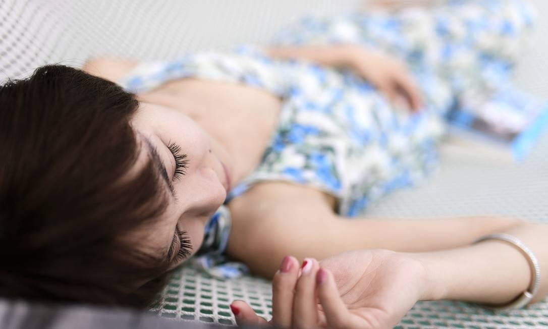 Parece óbvio, mas muitas pessoas querem dormir até meio-dia como se tivessem num hotel. Tudo bem dormir um pouquinho a mais, mas entre no ritmo dos donos da casa. E também não fique andando de toalha ou pijama pela casa. Isso pode causar situações desconfortáveis. Foto: pixabay