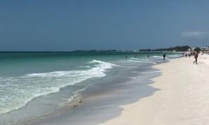 Areia fofa e água cristalina marcam Siesta Key, uma das praias do Golfo do México, na Flórida Foto: O Globo / Henrique Gomes Batista