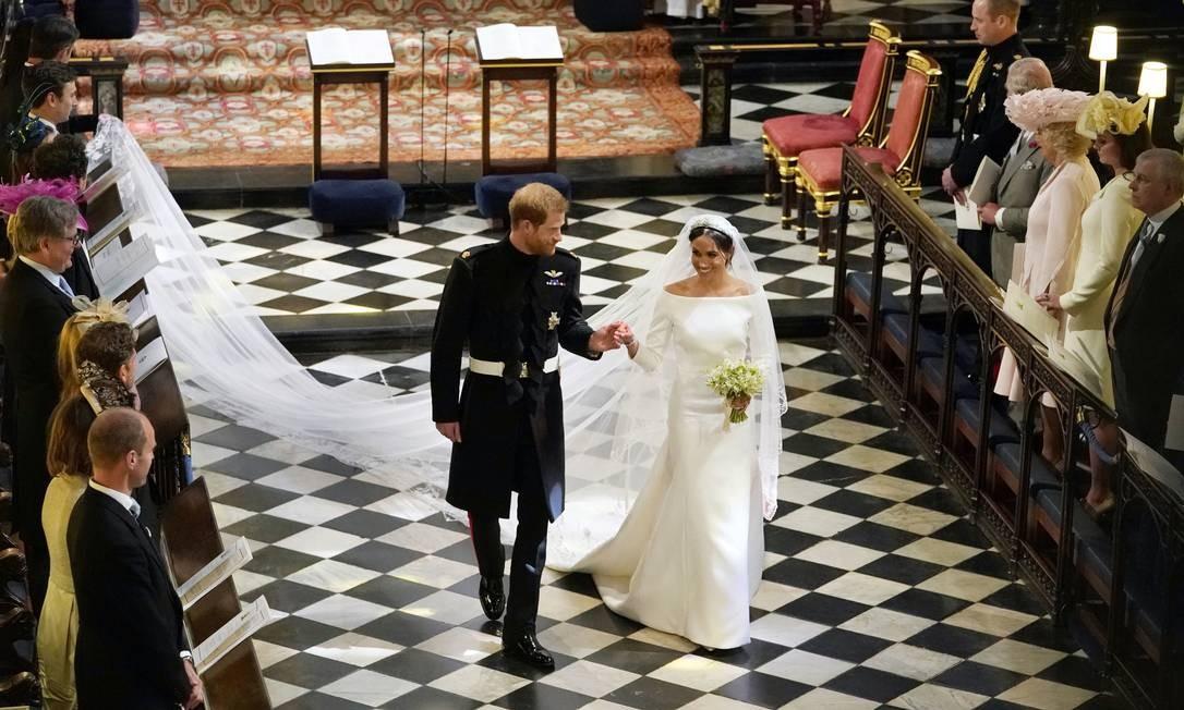 Príncipe Harry e Meghan Markle partem após a cerimônia de casamento na Capela de São Jorge, no Castelo de Windsor, em Windsor, perto de Londres Foto: Owen Humphreys / AP