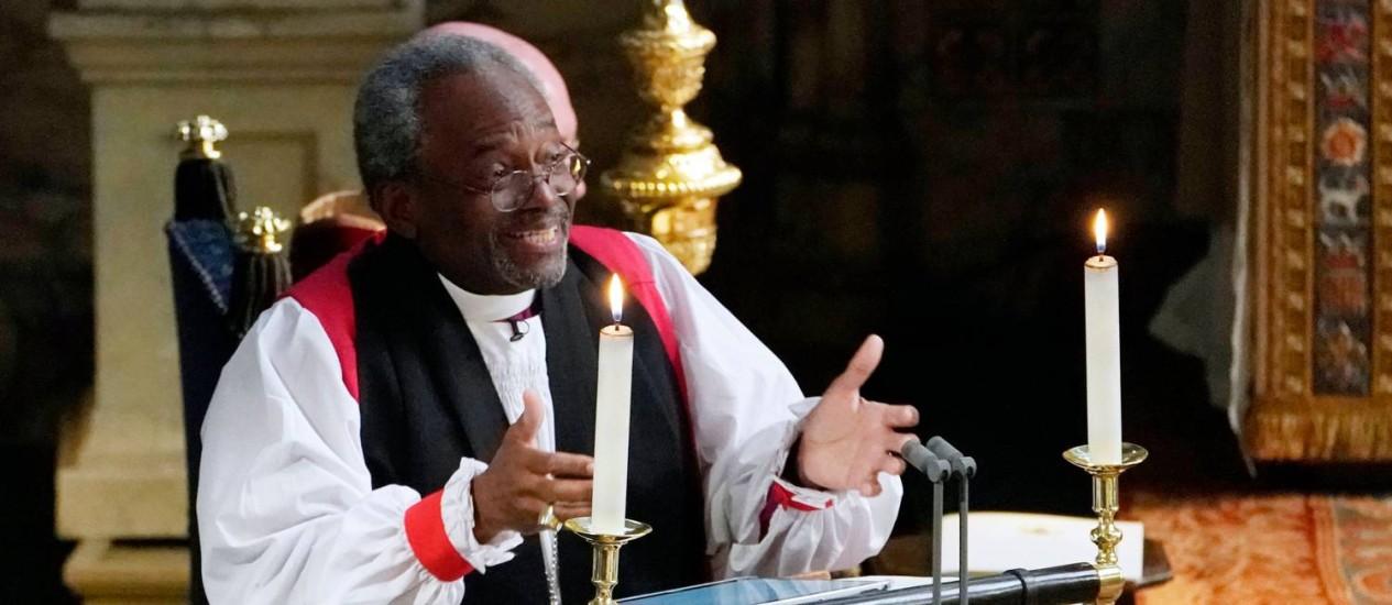 O reverendo Michael Bruce Curry durante discurso no casamento real Foto: OWEN HUMPHREYS / AFP