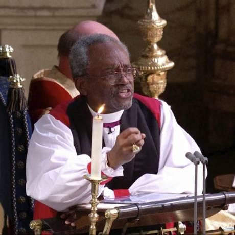 O bispo Michael Bruce Curry durante o casamento de Meghan e Harry: sermão apaixonante Foto: AP