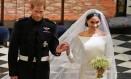 O príncipe Harry, e Meghan, duque e duquesa de Sussex, deixam o altar da Capela de São Jorge, em Windsor Foto: OWEN HUMPHREYS / AFP