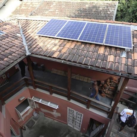 Instaladas. Placas fotovoltaicas da sede da Aduff, em São Domingos, começarão a funcionar nesta quarta-feira Foto: Freelancer / Guilherme Pinto