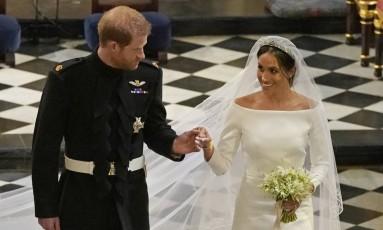 O príncipe Harry e Meghan Markle deixam a capela de São Jorge após a cerimônia Foto: Owen Humphreys / AP
