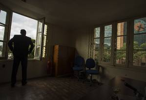 Sala vazia. Inaugurado em 1929, o Edifício A Noite, na Praça Mauá, já passou por altos e baixos: ele teve seus tempos áureos nos anos 1930 e 1940, quando abrigou a Rádio Nacional Foto: Fotos de Guito Moreto