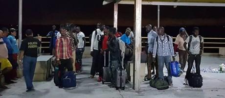 Grupo de africanos foi resgatado na noite deste sábado Foto: Divulgação/Governo do Maranhão