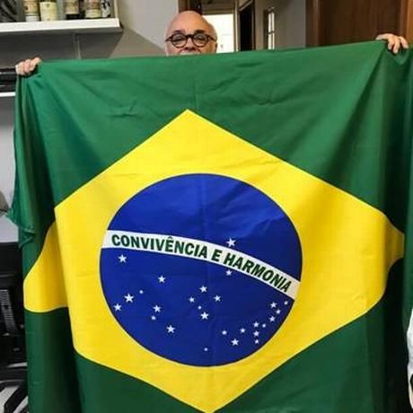 Janjão Garcia e a bandeira Foto: Foto do Leitor