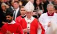 Papa Francisco ao fim da Missa de Pentecostes na Basílica de São Pedro, neste domingo, dia 20 Foto: REMO CASILLI / REUTERS