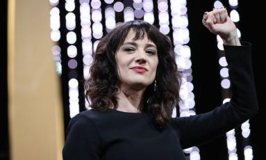 A italiana Asia Argento, após discurso contra assédio em Cannes Foto: VALERY HACHE / AFP