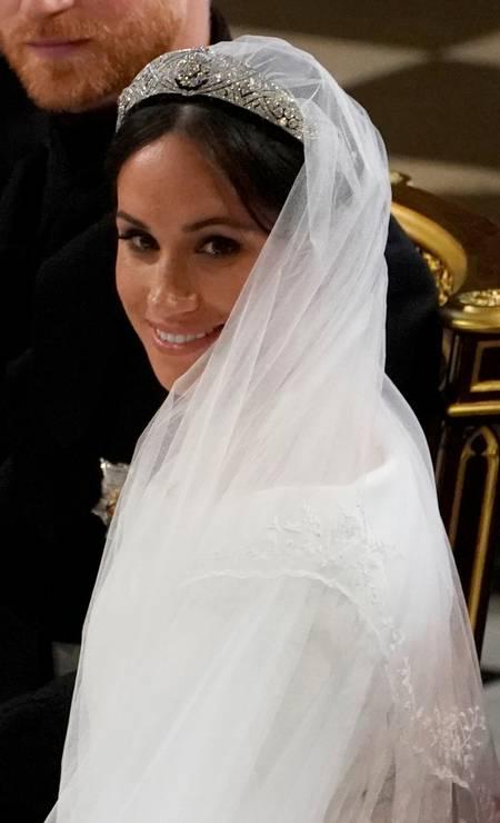Meghan usou uma tiara que pertenceu à Maria de Teck, avó da Rainha Elizabeth II. A peça é feita de diamante e platina, de 1932, e o broche central é de 1893. Os brincos e a pulseira são da Cartier Foto: POOL New / REUTERS