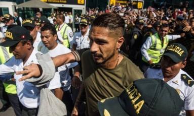 Guerrero é recebido por uma multidão em Lima, no Peru Foto: Ernesto Benavides / AFP