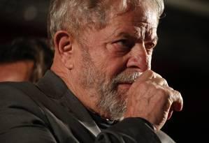O ex-presidente Lula discursa em caravana na região Sul Foto: Marcos Alves / Agência O Globo