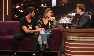 Fran e Diego explicam para Fábio Porchat a confusão que aconteceu no reality show de casais Foto: Divulgação/Record