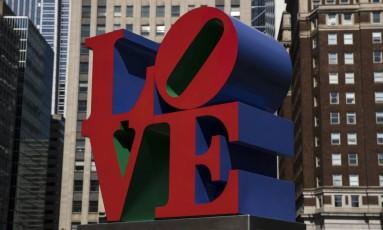 Escultura de 'Love' na Philadelphia, EUA Foto: Matt Rourke / AP