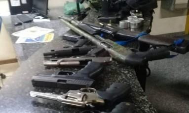 As armas apreendidas com o bando Foto: Polícia Militar / Divulgação