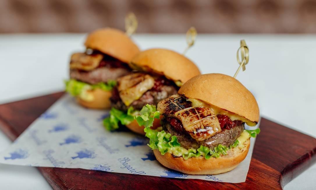 Bagatelle. Le Foie Gras Sliders: três miniburguer no brioche com foie gras, chutney de tomate (R$69). Praça Santos Dumont 31, 2º andar, Gávea, (3435-0355) Thays Bittar / Divulgação