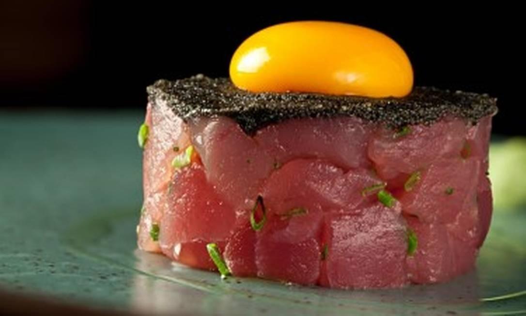 Sushi Leblon. Tartare de atum com gema de ovo caipira e ovas negras (R$52). Rua Dias Ferreira 256, Leblon (2512-7830) Divulgação