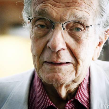 Alberto Dines, jornalista e escritor Foto: Leo Aversa