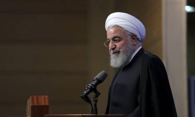 Presidente iraniano Hassan Houhani discursa para professores universitários nesta terça-feira: país tenta salvar acordo nuclear depois que EUA resolveu se retirar Foto: AP
