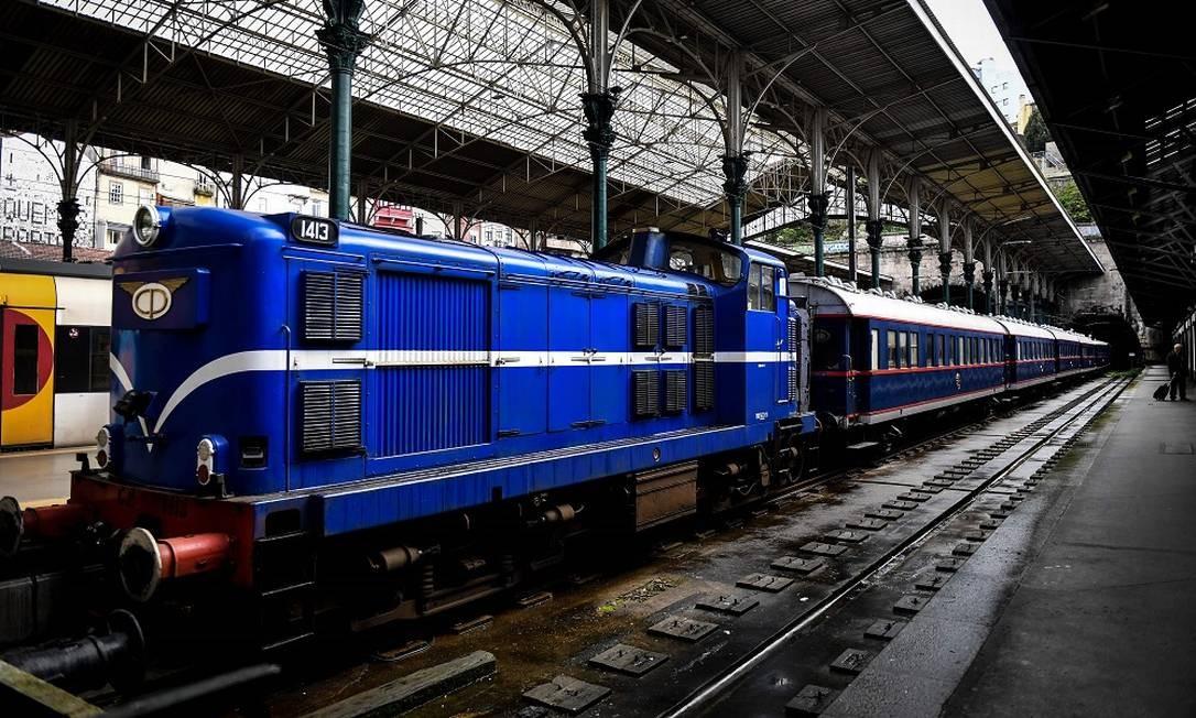 O trem de luxo tem embarque e desembarque na Estação de São Bento, na cidade do Porto. Foto: PATRICIA DE MELO MOREIRA / AFP