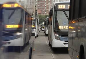 Empresas de ônibus estão com falta de combustível no Rio (Arquivo) Foto: Gabriel de Paiva / Agência O Globo