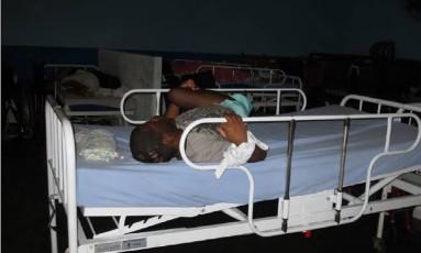 Jovem é amarrado à cama em uma instituição no Rio Foto: Divulgação Human Rights Watch