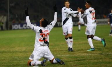 Bruno Silva comemora o primeiro gol do Vasco sobre a Universidad de Chile Foto: IVAN ALVARADO / REUTERS