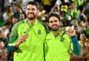 Alison e Bruno Schmidt conquistaram o ouro olímpico no Rio-2016 Foto: LEON NEAL / AFP