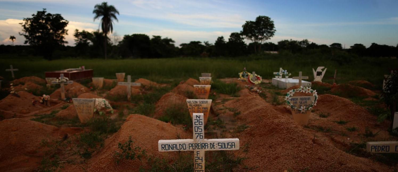 Cemiterio em Redenção, onde estão enterrados os mortos na chacina de Pau D'Arco, no Pará Foto: Adriano Machado / Agência O Globo