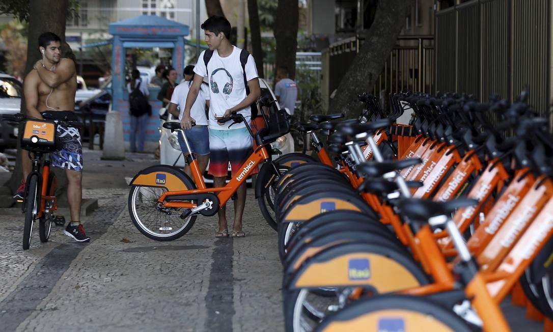 Nova estação do Bike Rio na Praça Heloneida Sturdart, no Leme Foto: Marcelo Theobald