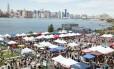 A feira Smorgasburg, em Williamsburg, no Brooklyn Foto: Alexander Thompson / NYCGO.com / Divulgação