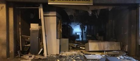 Estrago. Agência do banco do Brasil em Laranjeiras após explosão Foto: Paula Kossatz/Reprodução de