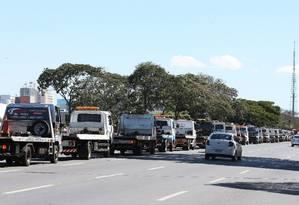 Fila de caminhoneiros em greve. Foto: Givaldo Barbosa / Agência O Globo