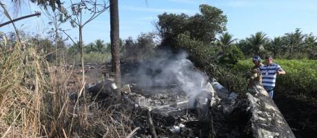 Destroços do avião da FAB, próximo a Rodovia Rio-Santos Foto: Fabiano Rocha / Fabiano Rocha