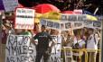 Em 2017, manifestantes se reuniram em frente a tribunal onde presidente espanhol Mariano Rajoy foi ouvido sobre caso de corrupção Foto: GERARD JULIEN / AFP