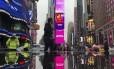 Times Square fotografada com um smartphone: paisagem se acomoda mais facilmente ao visor da câmera de celular Foto: Daniel Marenco / O Globo