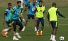 Neymar participou normalmente do treino da seleção brasileira na Granja Comary Foto: Alexandre Cassiano / Agência O Globo