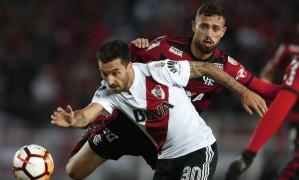 Léo Duarte foi titular contra o River Plate Foto: Natacha Pisarenko / AP
