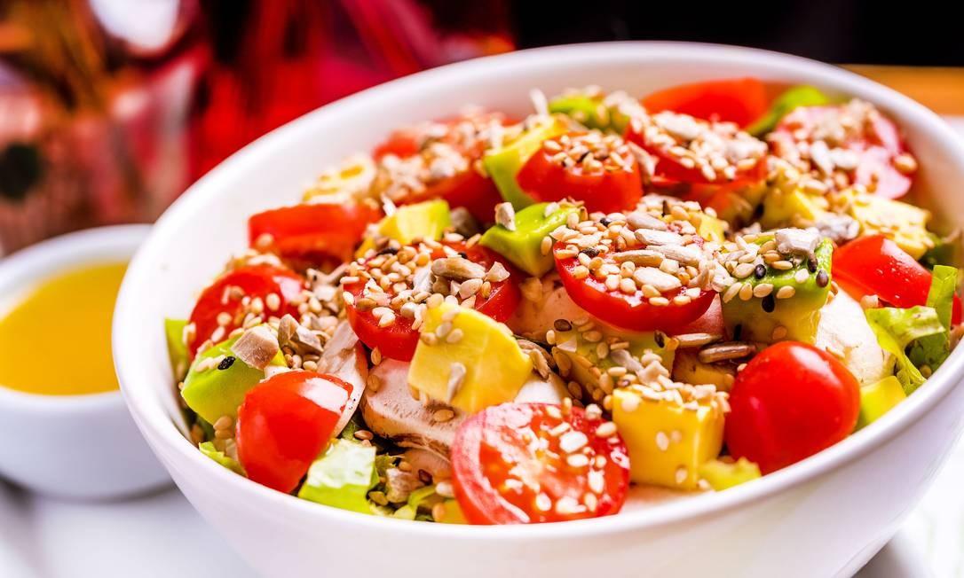 BioCarioca. A opção vegetariana é a salada de abacate (R$ 14,90) com folhas orgânicas, cogumelo Paris, tomate cereja e mix proteico. Rua Xavier da Silveira 28, Copacabana (2523-4820) FILICO / Divulgação