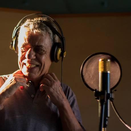 Chico Buarque durante as gravações do clipe Foto: Vanessa Cafasso / Divulgação
