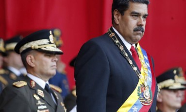 Presidente da Venezuela, Nicolás Maduro, assiste a parada militar em Caracas Foto: Ariana Cubillos / AP