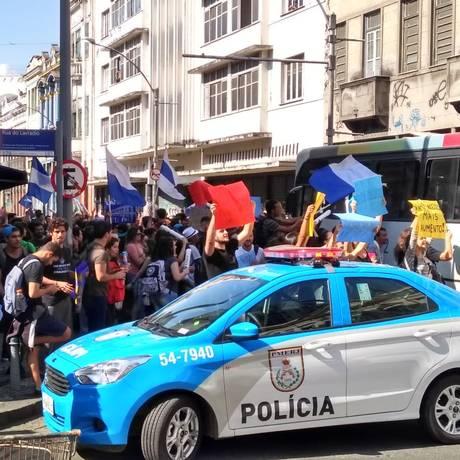 Estudantes de Medicina protestam na Rua Riachuelo, na Lapa Foto: Eduardo Vanini