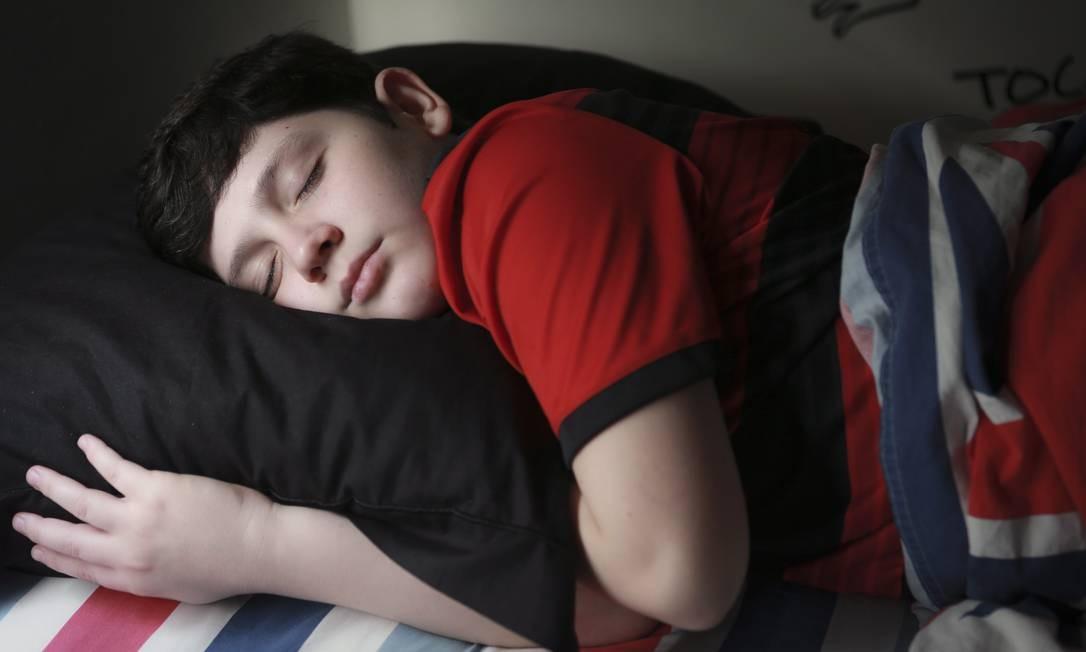 Rodrigo Guimarães, 12, passou por uma cirurgia para liberar as vias aéreas e retomou a qualidade do sono Foto: Roberto Moreyra / Agência O Globo