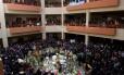 Universitários velam corpo de estudante morto em manifestação que terminou em violência em cidade próxima a La Paz, na Bolívia Foto: Juan Karita / AP