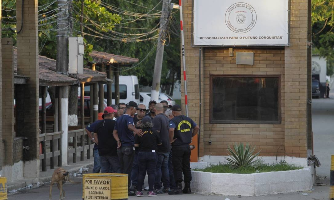A entrada do presídio de Bangu: gays, lésbicas, bissexuais e transexuais podem ter cadeia especial Foto: Pedro Teixeira / Agência O Globo