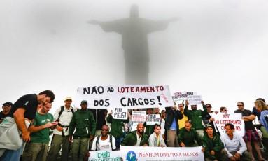 Manifestação de funcionários do ICMBio no Corcovado, no Parque Nacional da Tijuca Foto: Marcos Ramos / Agência O Globo