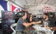 Danielle Boal e Paulo Baltore levaram um Mitsubishi ASX para casa Foto: Eduardo Uzal / Agência O Globo