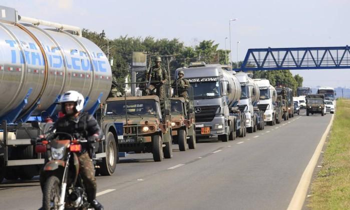 Resultado de imagem para exercito escolta caminhoneiros