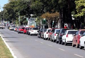 Motoristas brasilienses fazem fila nos postos de combustíveis para abastecer os tanques dos veículos Foto: Givaldo Barbosa / Agência O Globo